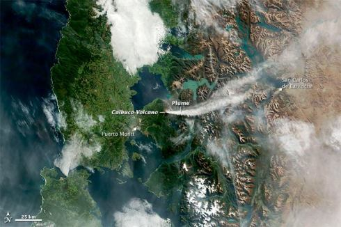 Around midday on April 24, 2015, the Moderate Resolution Imaging Spectroradiometer (MODIS) on NASA's Terra satellite acquired this natural-color image of the ash and gas plume from Calbuco volcano in southern Chile.